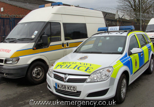 "... police livery and has roof markings ""RNP"" for Royal Navy Police"